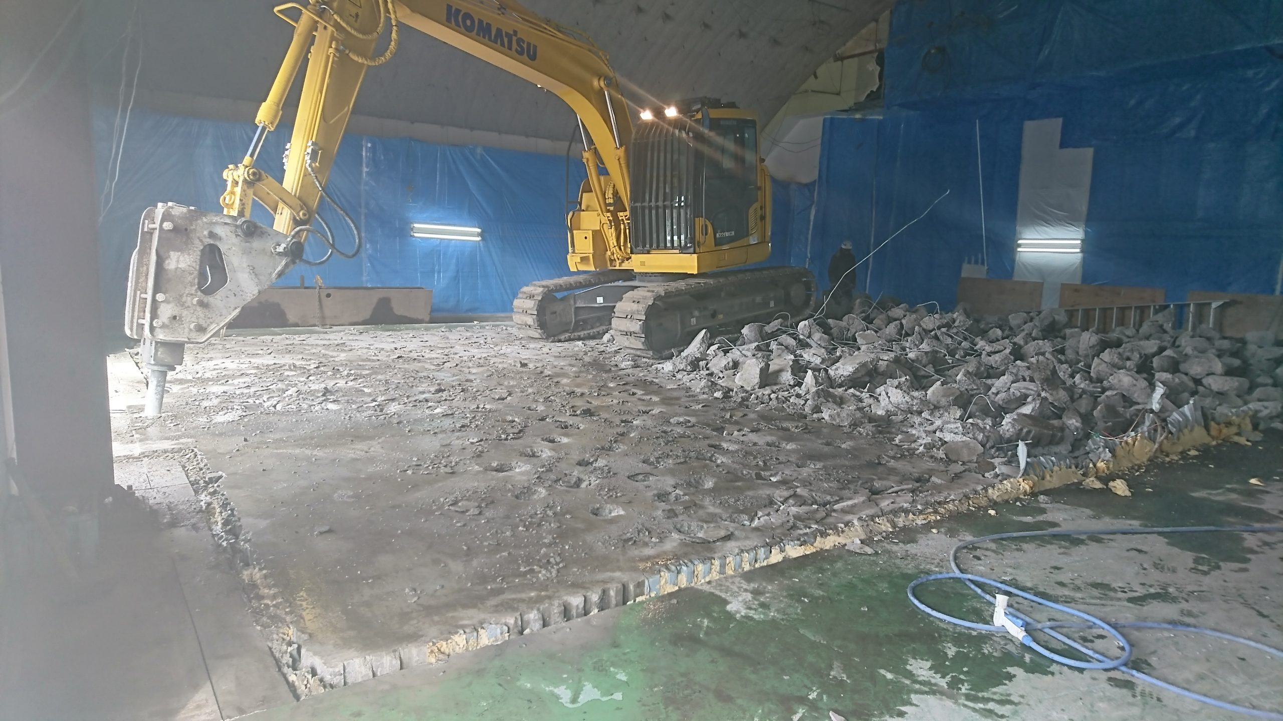 床凍上コンクリート解体