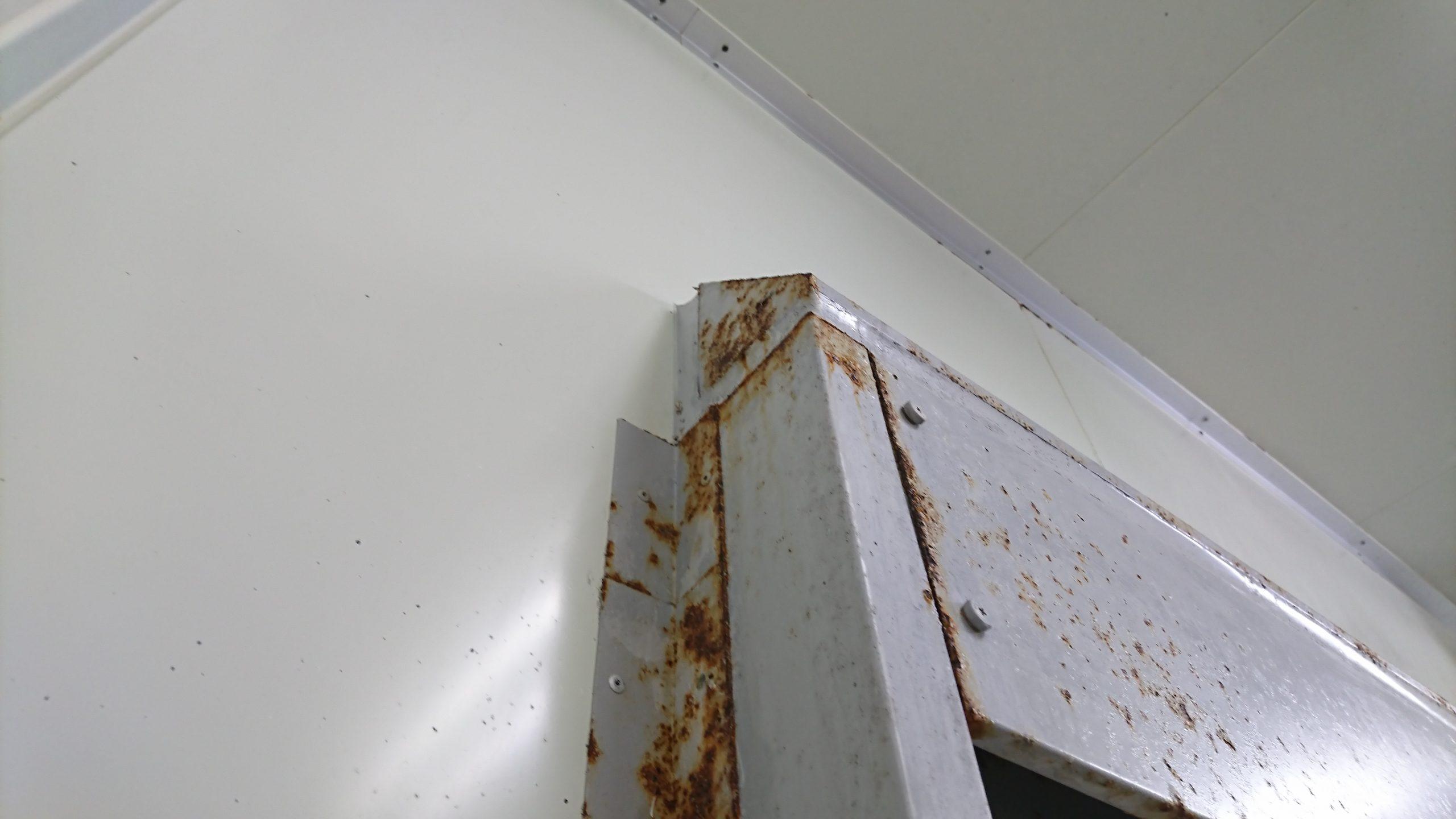 扉枠ふさぎ板改修前状況